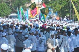 Ribuan warga tumpah ruah pada arak-arakan ziarah Kubro Page 2 Small