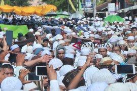 Ribuan warga tumpah ruah pada arak-arakan ziarah Kubro Page 3 Small
