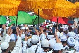 Ribuan warga tumpah ruah pada arak-arakan ziarah Kubro Page 4 Small