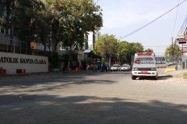 Sejumlah Ambulans Siaga di Gereja Santa Maria (Video)