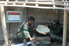 Karya Bhakti TNI bangun jamban sehat