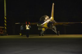 "Penerbang ""Golden Eagle"" Latihan Terbang Malam"