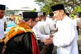 Didik Suprayitno dan Jajaran Pejabat Pemprov Lampung Sholat Ied di Lapangan Enggal