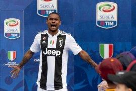 Juventus permanenkan Douglas Costa dari Bayern