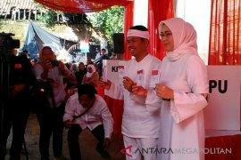 Isteri Dedi Mulyadi unggul hitung cepat KPU