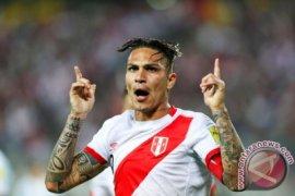 Paolo Guerrero dapat tampil perkuat Peru