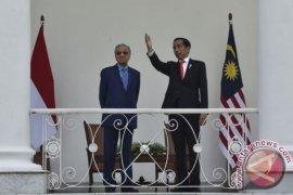 Mobil hingga politik jadi bumbu pembicaraan Jokowi-Mahathir