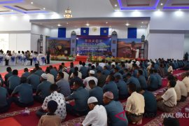 Lantamal Ambon manfaatkan buka puasa bangun silaturahmi