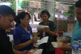 Tim Disperindag Karangasem sidak makanan tercemar cacing
