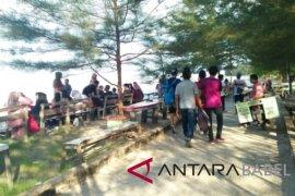 Pantai Pasir Padi ramai dikunjungi wisatawan