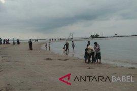 Pengunjung objek wisata Pantai Pasir Padi turun