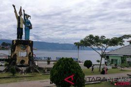Di tengah kirab obor, Sumut minta doa untuk wisata Toba