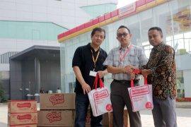 Alfamart Serahkan 450 Paket Bingkisan Keluarga Prasejahtera Ke Yayasan BMCI