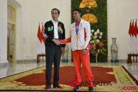 Presiden terima juara dunia lari 100 meter Page 1 Small
