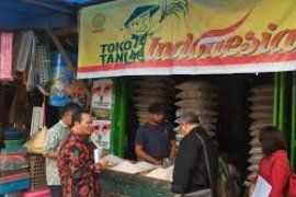 Gapoktan Wajib Produksi Beras Toko Tani Indonesia