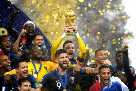 """Warga Prancis melompat dan meneriakkan """"We Are The Champions"""""""