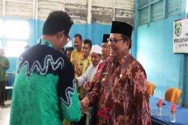 Video - Bupati hadiri Halal Bil Halal  PGRI dan pelepasan CJH