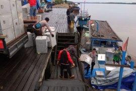 Kapal pengangkut logistik pilkada patah kemudi