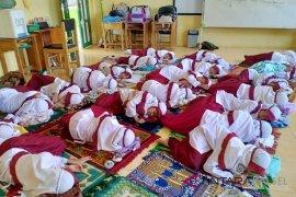 A private school in Barabai allows students take a nap