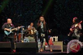 Warga Mahakam Ulu padati konser Trie Utami