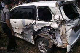 Mobil kepala sekolah asal Rejang Lebong tertabrak kereta api