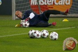 Pepe Reina putus dari AC Milan merapat ke Lazio