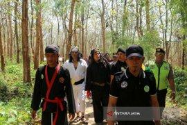 Wiro Sableng 212 Kunjungi Objek Wisata Tuban (Video)