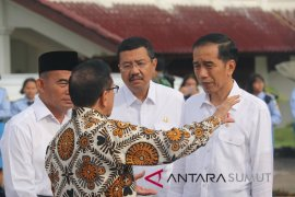 Akbar Tanjung jagokan Airlangga dan Mahfud cawapres Jokowi