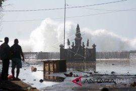 Potensi gelombang tinggi bayangi sebagian wilayah perairan Indonesia