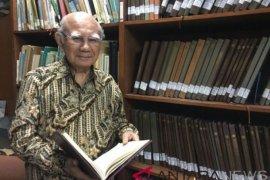 Emil Salim : Satu Indonesia Award jaring pejuang  pembangunan