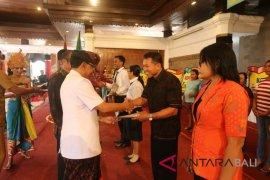 Puncak Hari Koperasi Gianyar ditandai pemberian sertifikat juru tagih