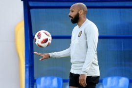 Thierry Henry sepakat tangani Aston Villa