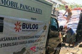 Bulog Karawang gelar operasi pasar beras