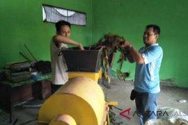 HST students turns water hyacinth into organic fertilizer