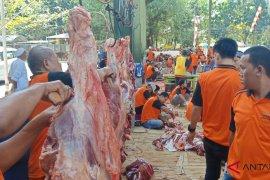 Al Jihad Mosque distributes 10 thousand bags of sacrificial meat