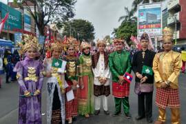 Siswa-siswi sekolah Bandarlampung dilibatkan dalam pawai Asian Games