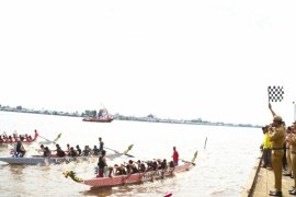 Many dragon boat clubs compete in Batola