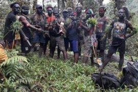 Ingin bagi makanan, dua anggota TNI tewas ditembak di Papua