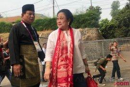 Jusuf Kalla - Megawati - Prabowo duduk berdampingan saksikan final pencak silat