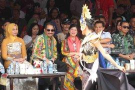 Menpar: Jember Fashion Carnaval Berkelas Dunia (Video)