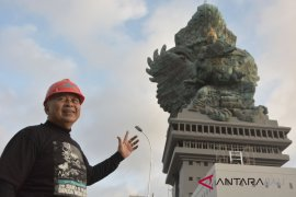 Nyoman Nuarta apresiasi tim pembangunan patung GWK (video)