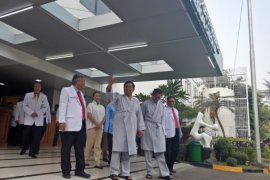 Prabowo : Saya mantan tentara takut suntik