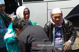 Jamaah Haji Kloter Satu Tiba di Situbondo (Video)