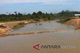 Pengerjaan pengerukan Sungai Lawe-Lawe Penajam dihentikan