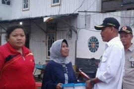 Dahnial Kifli serahkan bantuan korban kebakaran Panggandingan