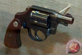Kapolsek Siotapina tak sengaja tembak anak buah