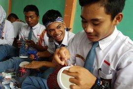 BUMN Hadir - Kunjungan peserta SMN ke Rumah Batik Beting Pontianak