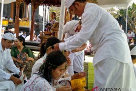 """Ratusan mahasiswa Unhi Denpasar ikuti ritual """"Upanayana"""""""