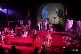 "Teater Wayang Listrik pukau penonton ""Bali Mahalango"""