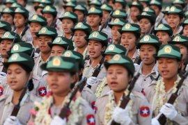 Myanmar menghukum pembuat film karena kritik militer di Facebook